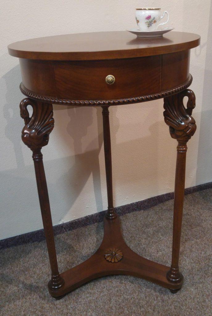 stolek_labutě