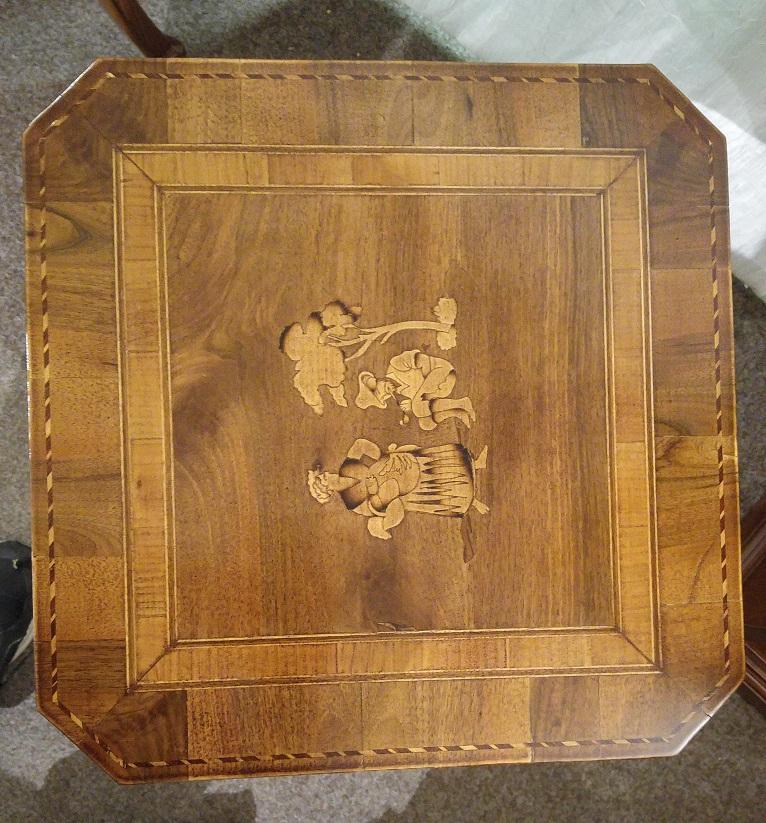 odkládací stolek detail