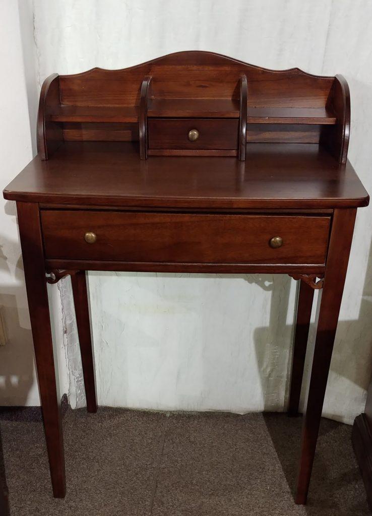 psací stolek s nádstavbou